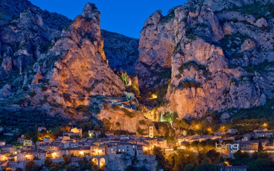 Moustiers-Sainte-Marie (Photograph courtesy bing)